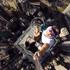 ช่างสรรหา หนุ่มฮ่องกงปีนตึกระฟ้า ถ่ายเซลฟี่กับเพื่อน